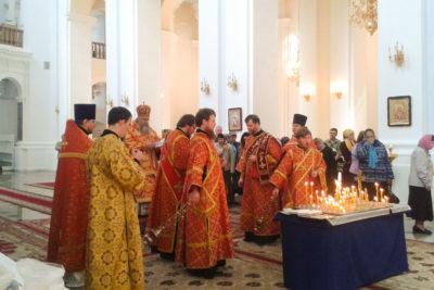 Архиепископ Димитрий совершил пасхальное поминовение усопших в Свято-Успенском кафедральном соборе г. Витебска.