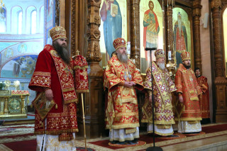 В день памяти великомученика Георгия Победоносца архиепископ Димитрий совершил божественную литургию в кафедральном соборе Нижегородской митрополии