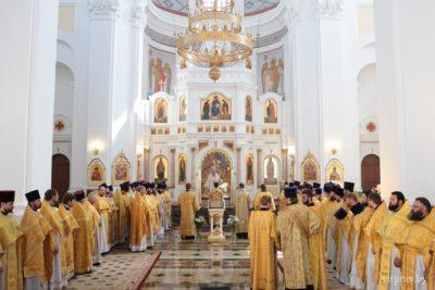 В день 25-летия архиерейской хиротонии архиепископ Витебский и Оршанский Димитрий совершил Божественную литургию в Свято-Успенском кафедральном соборе Витебска