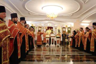 Пасхальная полунощница начнётся 27 апреля в 23:00. Пасхальная утреня и Божественная литургия — 28 апреля в 00:00. Адрес: г. Витебск, ул. Крылова, 9.