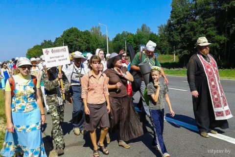 Сегодня, в рамках православного молодежного фестиваля «Одигитрия», из Витебска в Смоленск отправился крестный ход