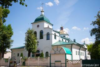 Пасхальная полунощница начнётся 27 апреля в 23:30. Пасхальная утреня и Божественная литургия — 28 апреля в 00:00. Адрес: г. Витебск, ул. 39 Армии, 5.