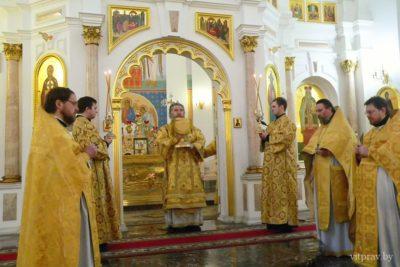Управляющий Витебской епархией совершил литургию в Свято-Успенском кафедральном соборе Витебска
