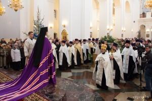 В день Рождества Христова архиепископ Димитрий совершил молебное пение в кафедральном соборе Витебска