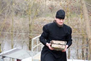 Представители Витебского областного исполнительного комитета приняли участие в благоустройстве территории мужского монастыря города Витебска