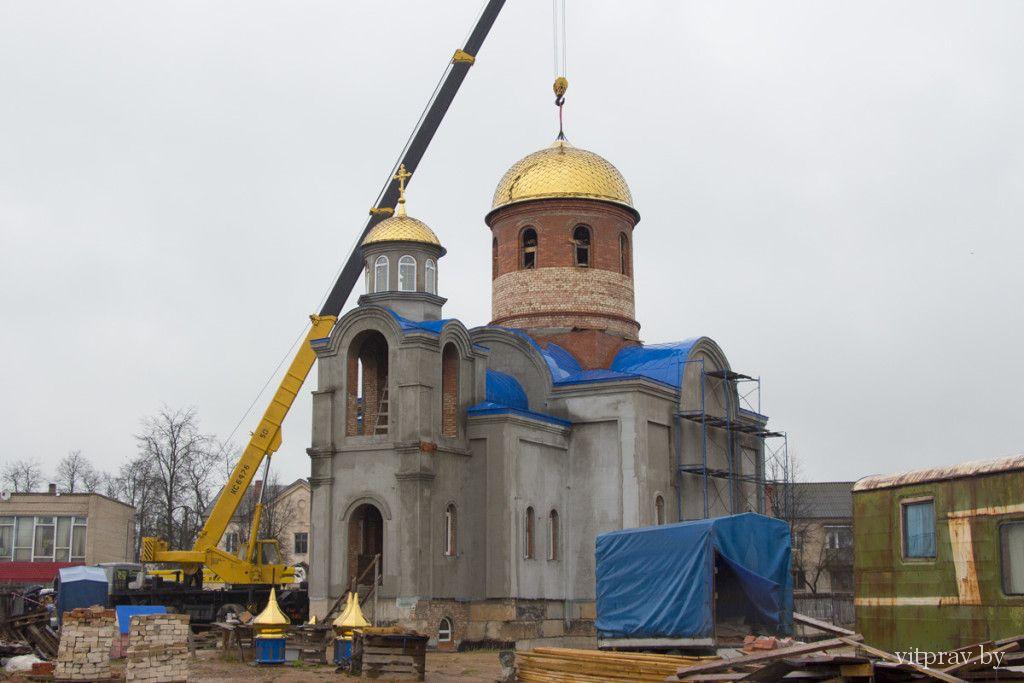 Строящийся храм святителя Николая Чудотворца в Шумилино увенчали центральным куполом