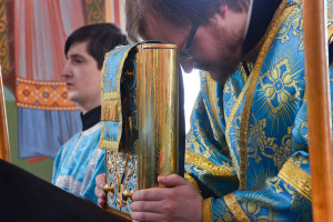 В праздник Похвалы Божией Матери архиепископ Витебский и Оршанский Димитрий совершил Божественную литургию в Казанском храме Свято-Троицкого Маркова мужского монастыря