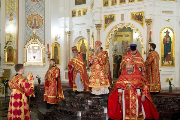 Фоторепортаж Пасхального богослужения в Свято-Успенском кафедральном соборе города Витебска