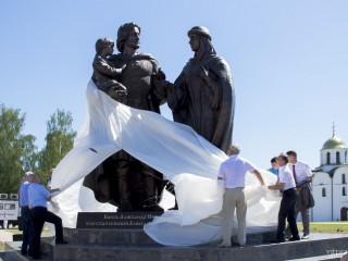 Памятник Александру Невскому и его семье открыли в Витебске
