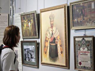 С 8 по 30 сентября в Витебском художественном музее функционирует выставка «Венценосная Семья. Путь Любви»
