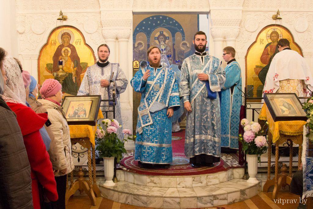 В праздник Покрова Божией Матери архиепископ Димитрий возглавил Божественную литургию в Свято-Покровском соборе города Витебска