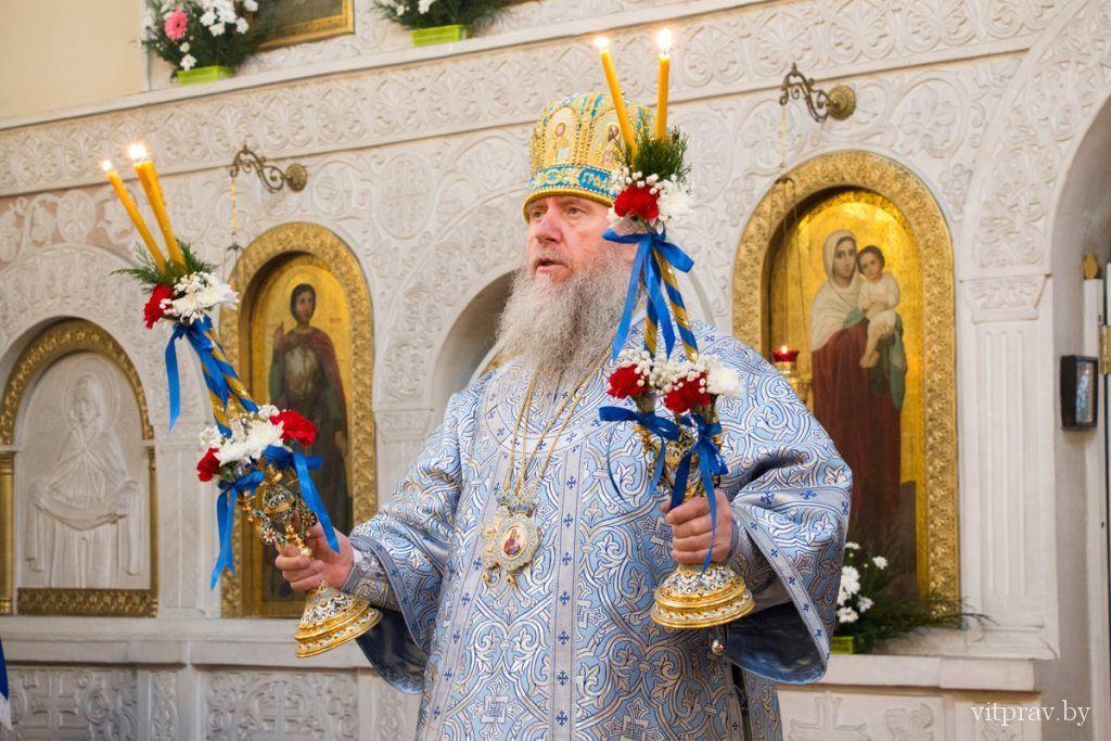 В праздник Казанской иконы Пресвятой Богородицы в Свято-Троицком Марковом мужском монастыре города Витебска состоялось архиерейское богослужение