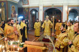 Архиепископ Дмитрий совершил полиелейное вечернее богослужение в Свято- Покровском соборе города Витебска