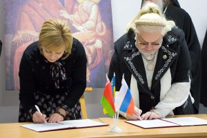 В Витебске презентовали экспозицию «Храмоздатели Руси» и подписали соглашение о сотрудничестве между Витебским объединением православных женщин и международной организацией «Союз православных женщин»