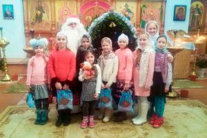 Воспитанники воскресной школы Свято-Введенского храма города Толочина поздравили прихожан с Рождеством Христовым
