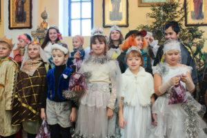Воспитанники воскресной школы храма Рождества Христова города Лепеля показали прихожанам праздничное представление