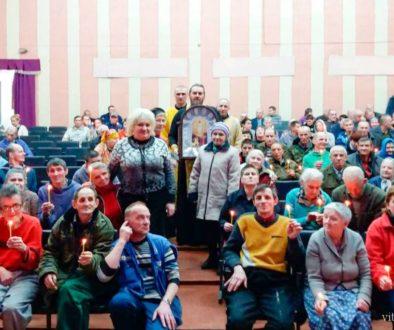 Члены братства и сестричества храма Святой Живоначальной Троицы города Городка поздравили социальные учреждения Городокского района