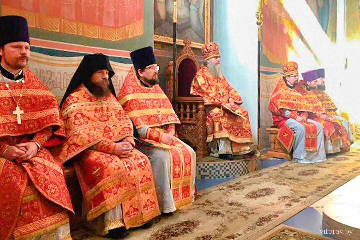 Архиепископ Димитрий возглавил Божественную литургию в Свято-Покровском женском монастыре города Толочина