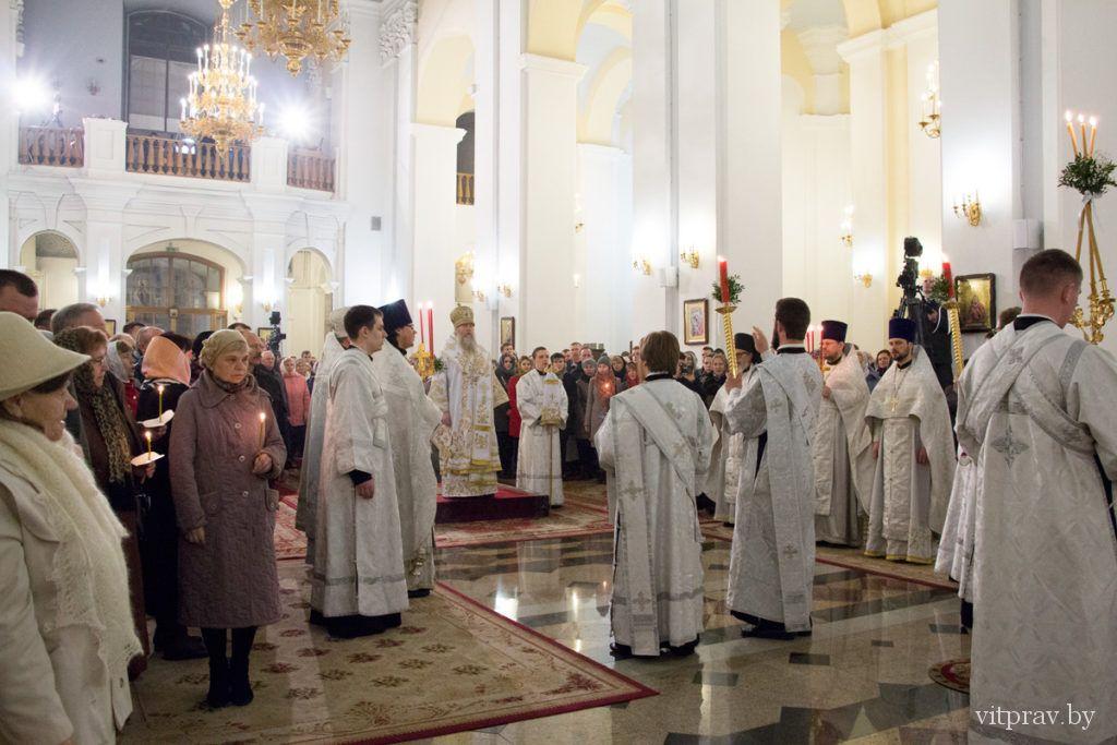 Архиепископ Витебский и Оршанский Димитрий возглавил торжественное Пасхальное богослужение в Свято-Успенском кафедральном соборе Витебска