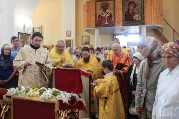 В храм Рождества Христова города Лепеля прибыла икона с частицей мощей святителя Николая Чудотворца