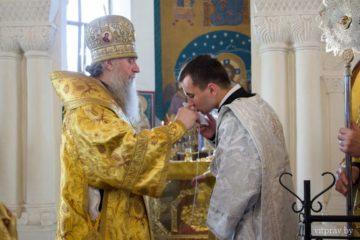 В праздник Всех святых в земле Русской просиявших архиепископ Димитрий совершил Божественную литургию в Свято-Покровском соборе города Витебска