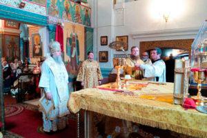 Архиепископ Димитрий совершил Божественную литургию в Свято-Покровском соборе