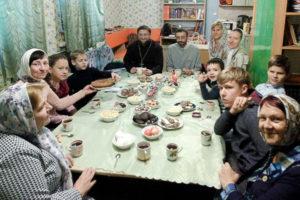 В воскресной школе при Свято-Покровском соборе прошла встреча с многодетными семьями