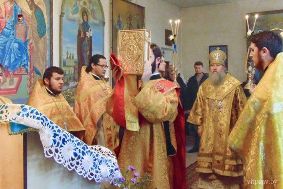Архиепископ Димитрий совершил Литургию в храме святителя Василия Великого города Витебска