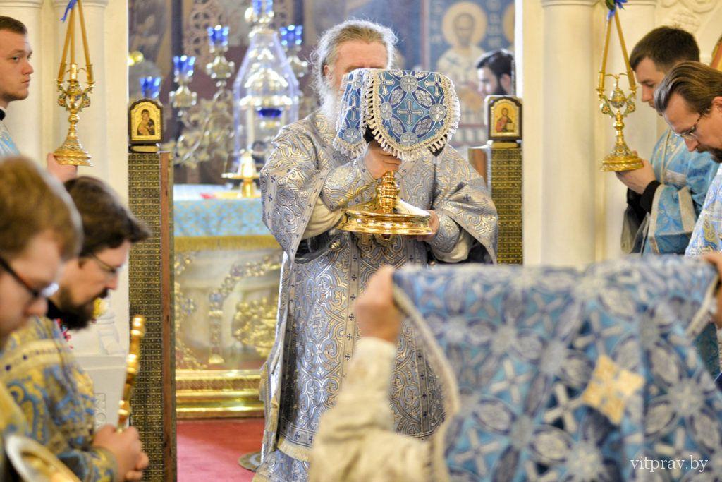 Архиепископ Димитрий возглавил престольные торжества в Свято-Покровском соборе города Витебска