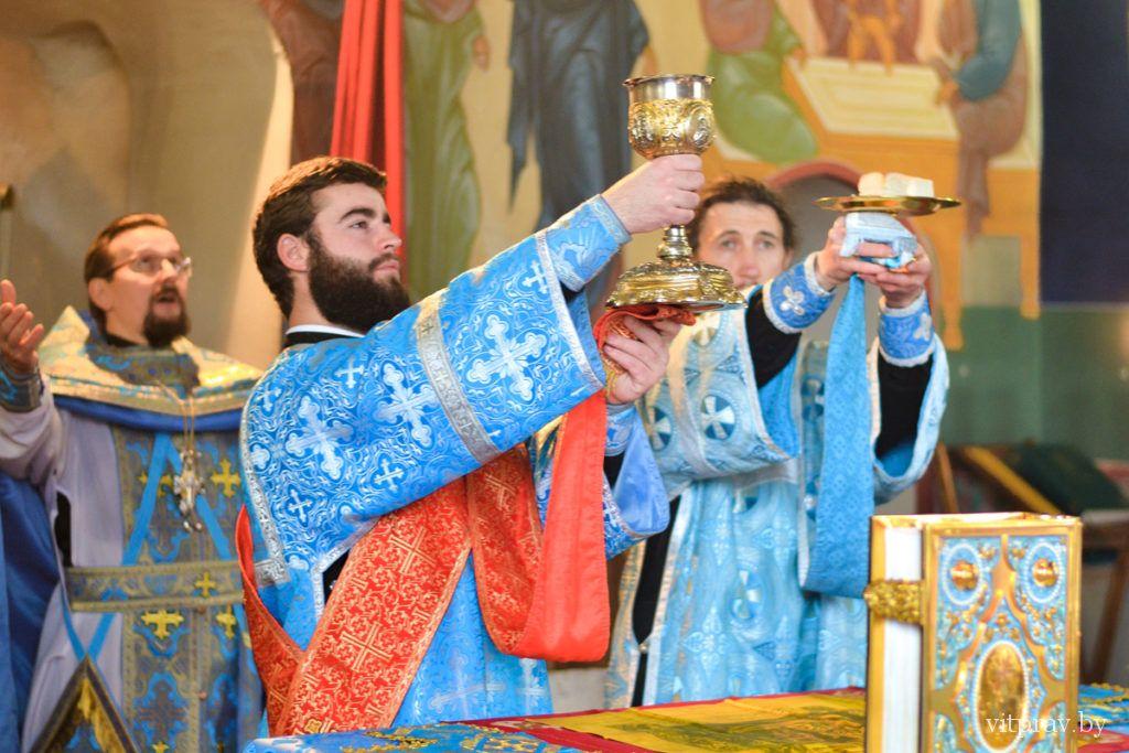 возглавил Божественную литургию вСвято-Троицком Марковом мужском монастыре