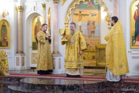 В Неделю 23-ю по Пятидесятнице архиепископ Димитрий совершил Литургию в Свято-Успенском кафедральном соборе города Витебска