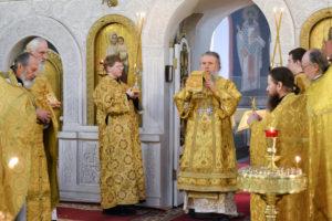 В день памяти святителя Димитрия, митрополита Ростовского, архиепископ Димитрий возглавил Божественную литургию в Свято-Троицком Марковом мужском монастыре