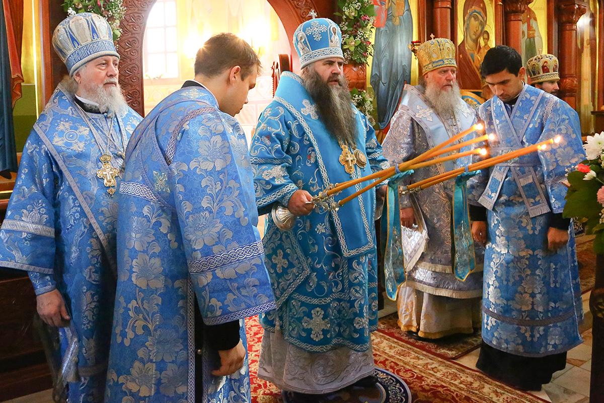 Архиепископ Димитрий принял участие в престольных торжествах в Нижнем Новгороде