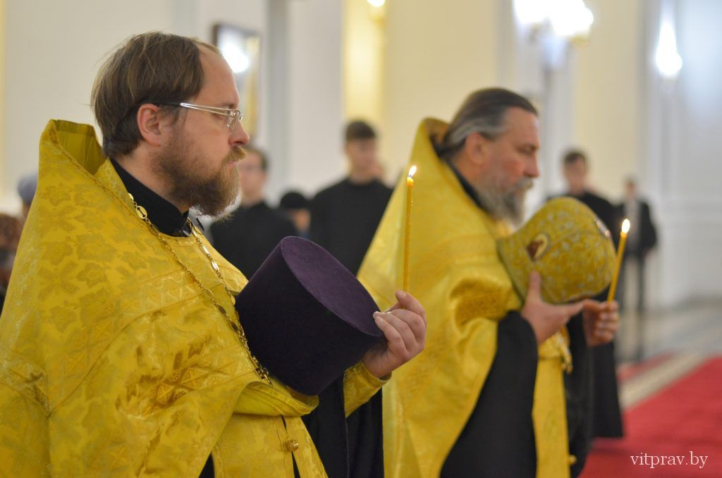 Архиепископ Димитрий и епископ Леонид совершили всенощное бдение в Свято-Успенском кафедральном соборе Витебска