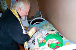 Рождественские подарки получили пациенты больницы сестринского уходав деревне Кащино