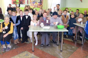 Жители Вороновского дома-интерната получили рождественские подарки