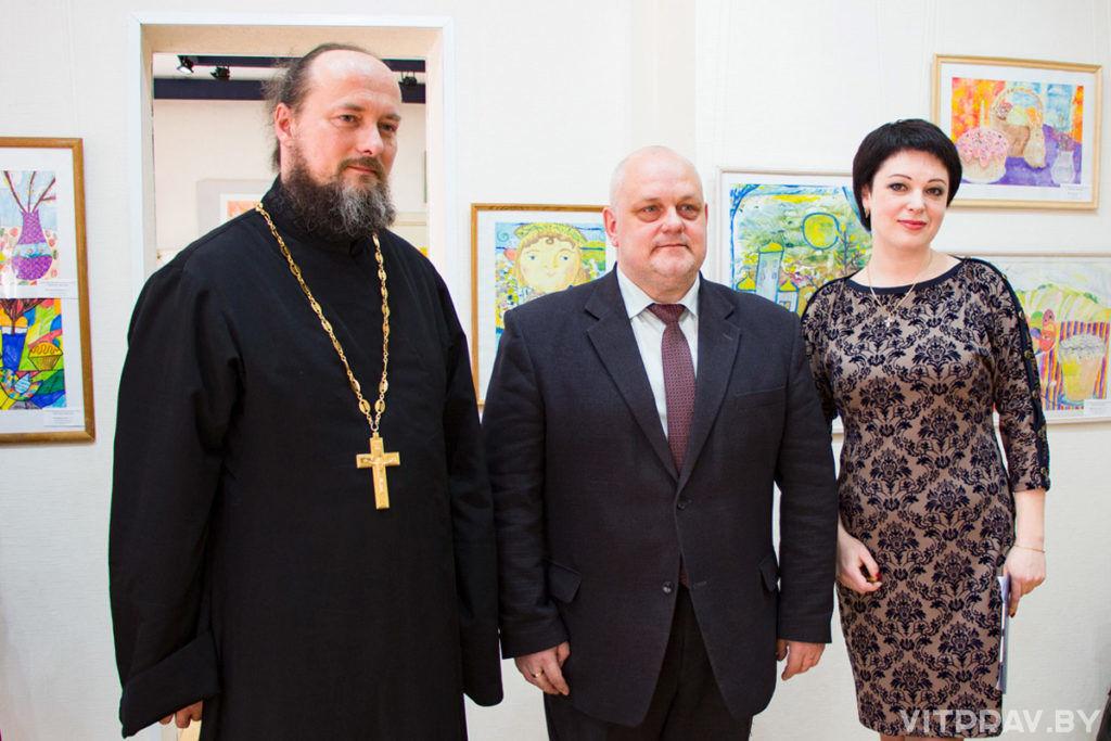 В Витебске открылась выставка-конкурс «Детский вернисаж»