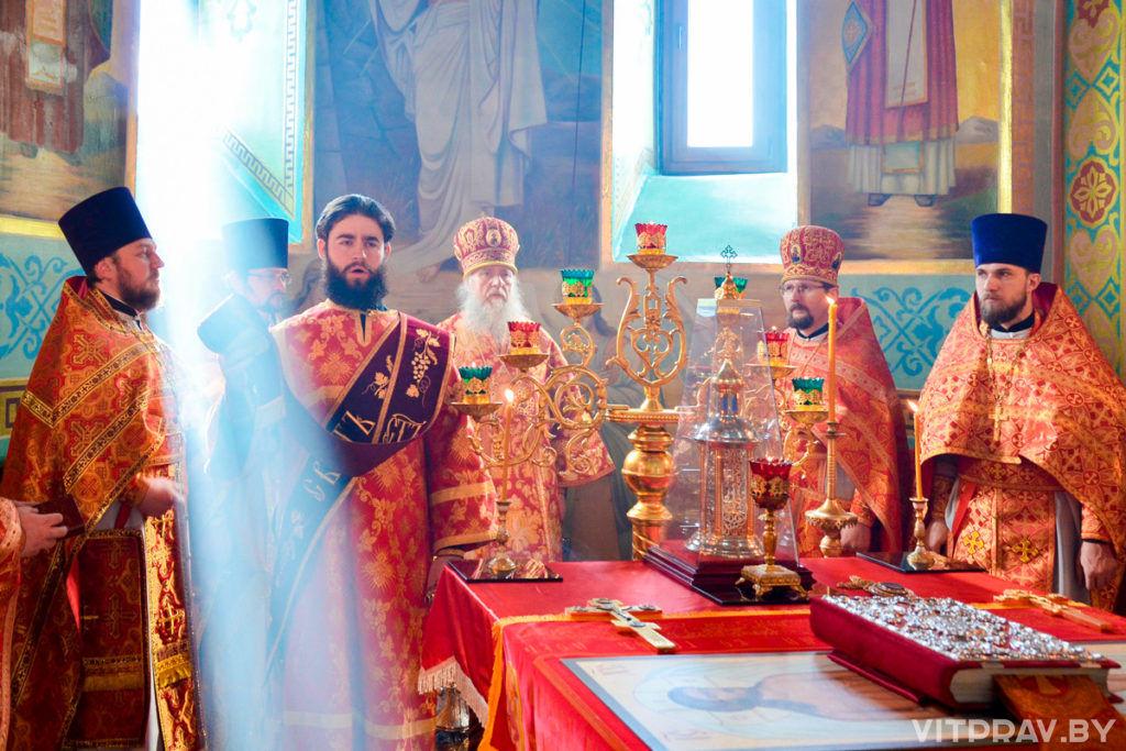 Архиепископ Димитрий совершил Божественную литургию в храме Рождества Богородицы города Орши