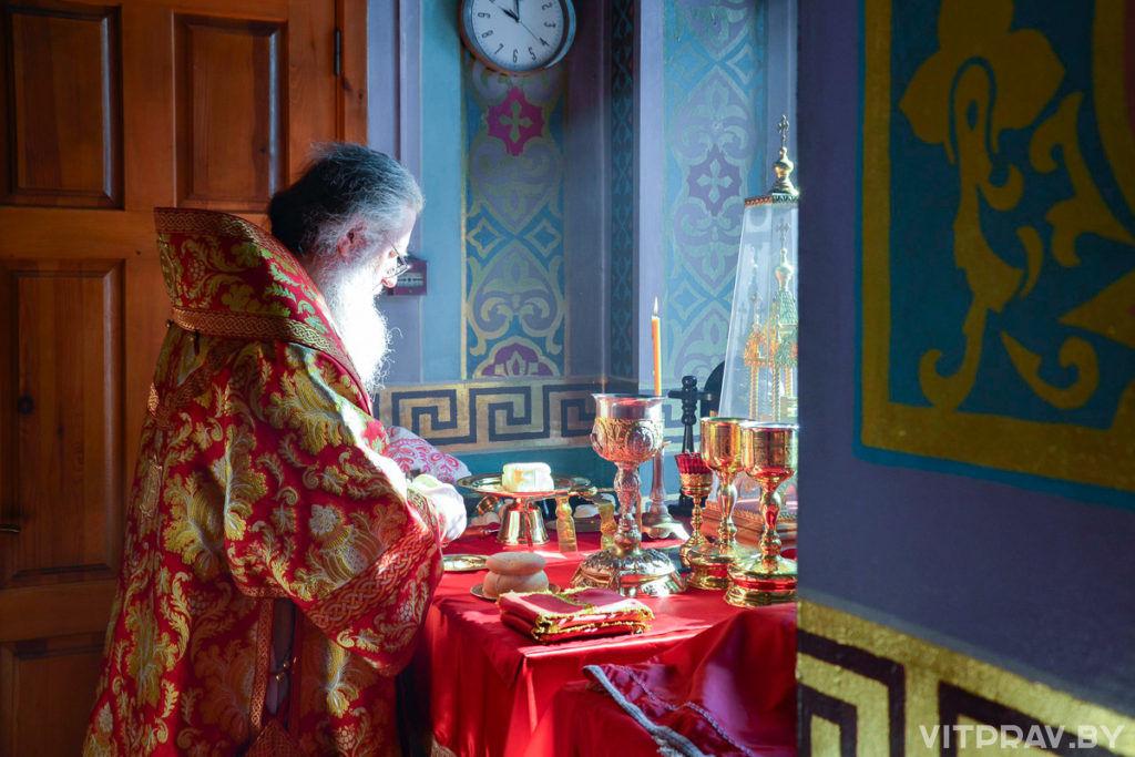 Архиепископ Димитрий совершил Божественную литургию в храме Рождества Пресвятой Богородицы города Орши