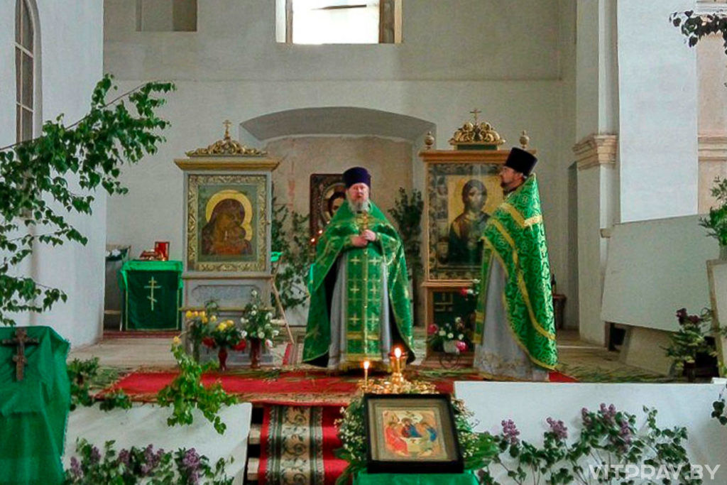 В Островно отпраздновали День Святой Троицы