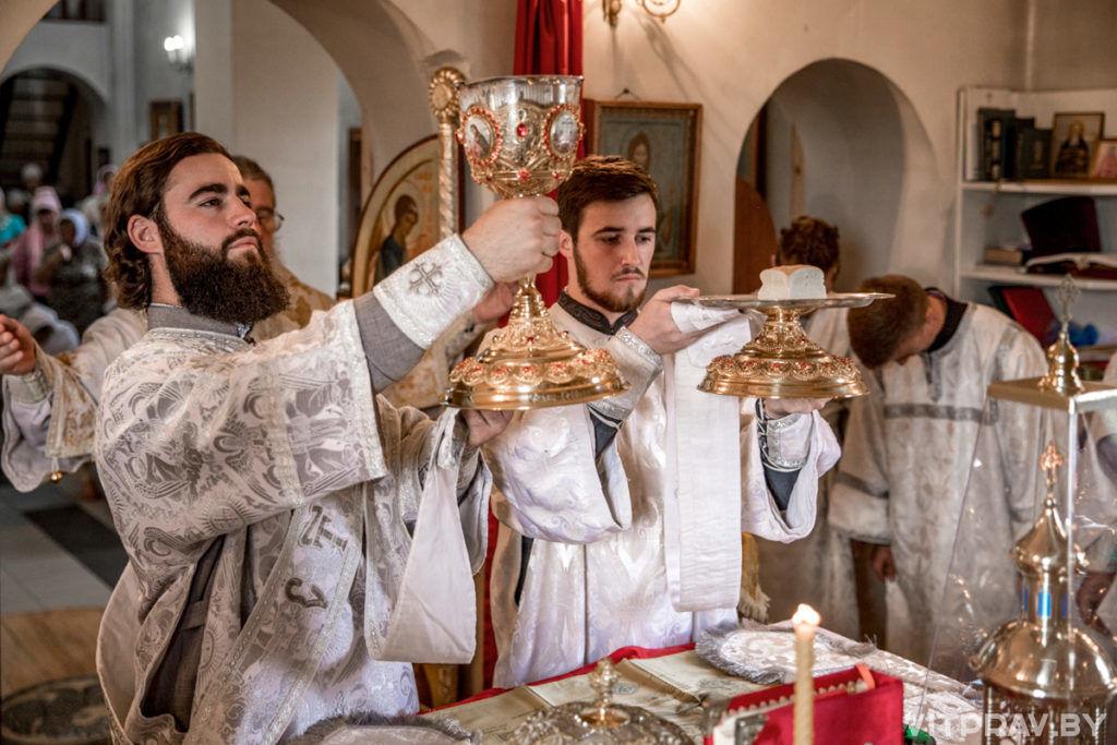 Архиепископ Димитрий совершил Божественную литургию в храме святителя Тихона Задонского