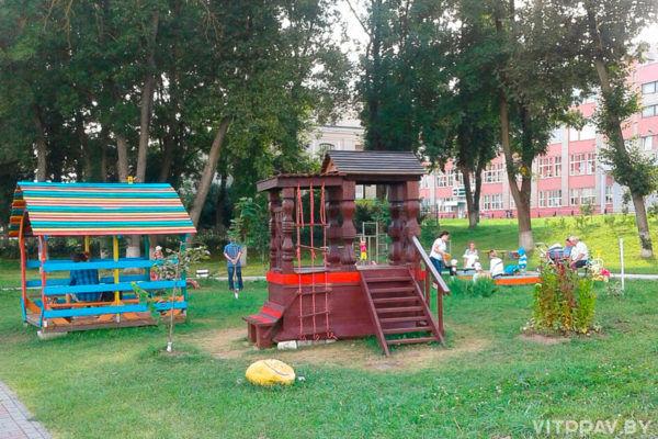 При храме Рождества Пресвятой Богородицы в Орше открылась детская площадка для маленьких прихожан