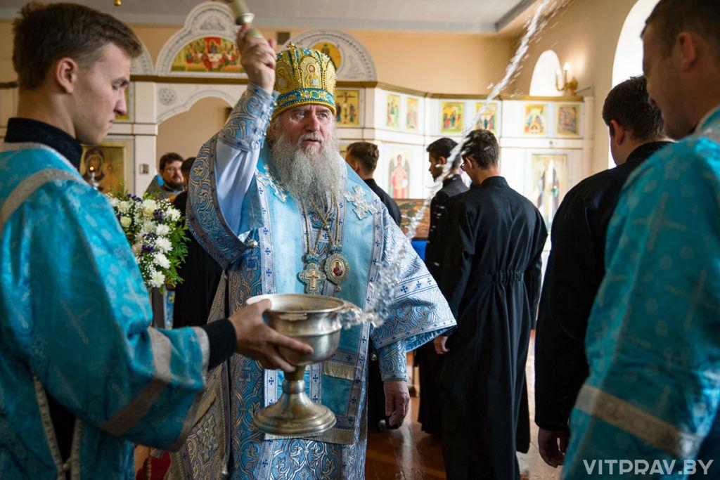 Архиепископ Димитрий возглавил Божественную литургию и молебен перед началом учебного года в храме святых равноапостольных Кирилла и Мефодия