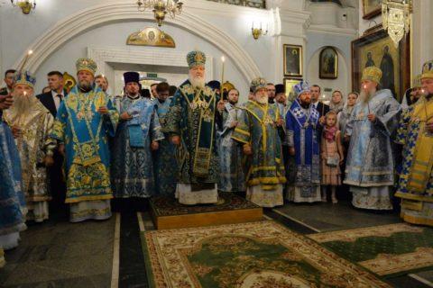 Архиепископ Димитрий сослужил Святейшему Патриарху Кириллу за всенощным бдением в Свято-Духовом соборе Минска