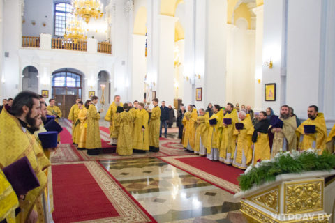 В день памяти своего небесного покровителя архиепископ Димитрий совершил Божественную литургию в кафедральном соборе Витебска