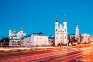 Пасхальная полунощница начнётся 27 апреля в 23:30. Пасхальная утреня и Божественная литургия — 28 апреля в 00:00. Поздняя Божественная литургия — 28 апреля в 10:00. Также в день праздника в 9:00 Литургия состоится в нижнем храме. Адрес: г. Витебск, Воскресенская площадь, 1а.