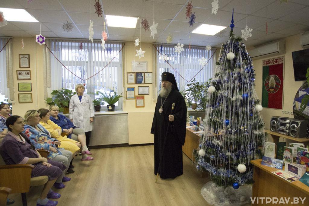 В праздник Рождества Христова архиепископ Дмитрий посетил Витебский областной роддом