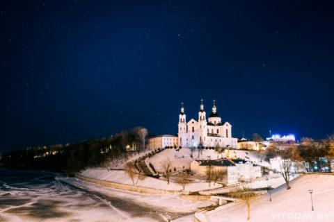 Всенощное бдение состоится 6 января в 17:00. Божественные литургии состоятся 7 января в 00:00и в 10:00. Литургиюс6на 7 января возглавит архиепископ Витебский и Оршанский Димитрий.