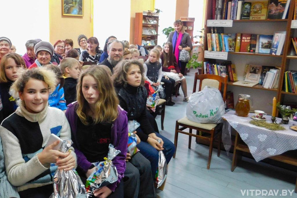 В Лиозненском благочинии поздравили детей и взрослых в социальных учреждениях