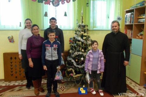 Клирики и прихожане храма Преображения Господня посетили социальные учреждения города Чашники